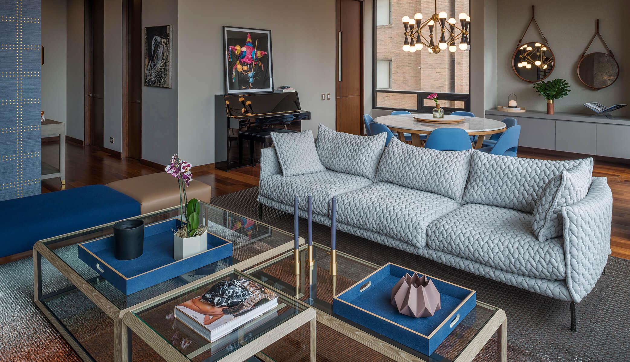 <a href='https://revistaaxxis.com.co/un-clasico-atrevido-interiorismo-de-tonos-y-texturas-neutros/'><h2>Un clásico atrevido</h2>Para sacarlo de su aspecto neutral, las diseñadoras encargadas de la remodelación de este apartamento utilizaron diversas texturas, colores y materiales al natural. Ahora es un hogar donde predomina la calidez. </a>