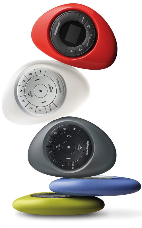 El estadounidense Fred Bould –conocido por las populares cámaras GoPro– es el responsable del diseño del control Pebble.