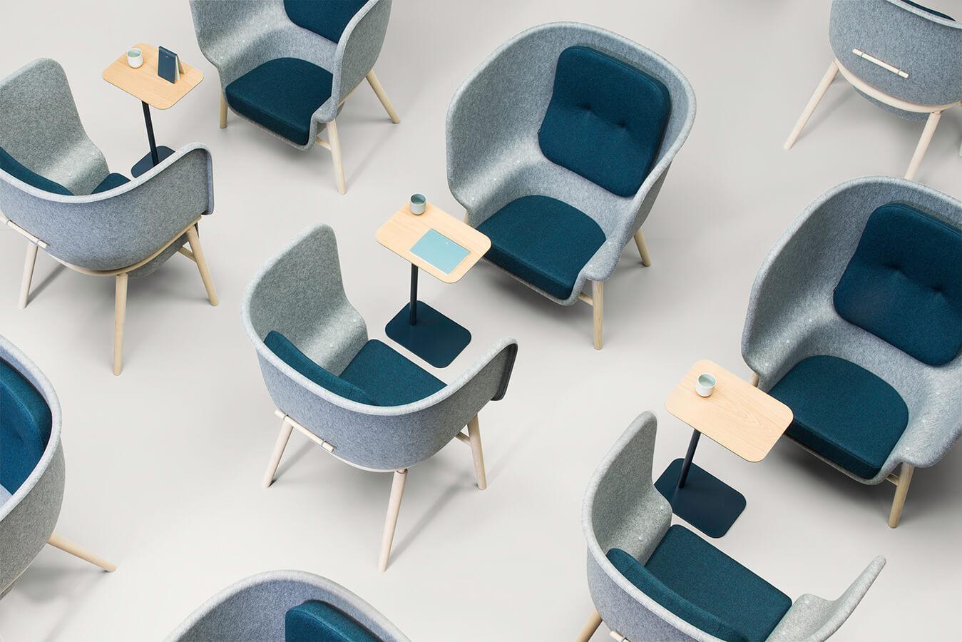 DeVorm, Pod, del diseñador británico Benjamin Hubert, es una silla de gran tamaño, íntima y privada, creada para áreas de descanso en oficinas o proyectos residenciales. El textil que la recubre es PET Felt, que tiene propiedades estéticas y de amortiguación acústica para aumentar la sensación de privacidad en espacios amplios o llenos de gente.