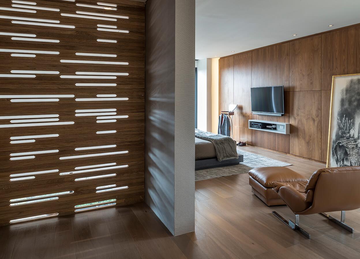 La arquitectura sobria y minimalista de este penthouse en Bogotá fue concebida para albergar una imponente colección de arte compuesta por obras de grandes maestros colombianos, propuestas contemporáneas y antigüedades de diferentes épocas y procedencias.