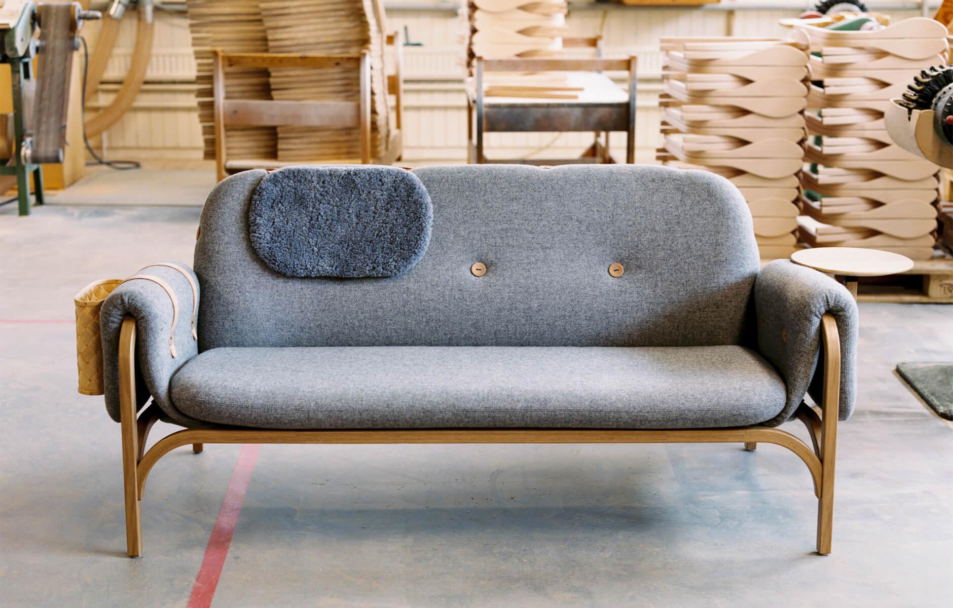 <a href='https://revistaaxxis.com.co/capsulas-de-diseno-sofa-button-de-front-para-swedese/'><h2>Capsulas de diseño: sofá Button de Front</h2>Inspiradas en la tradición de la utilización de la madera en la vida diaria de los suecos, el dúo de diseñadoras de Front creó el sofá Button para Swedese.</a>
