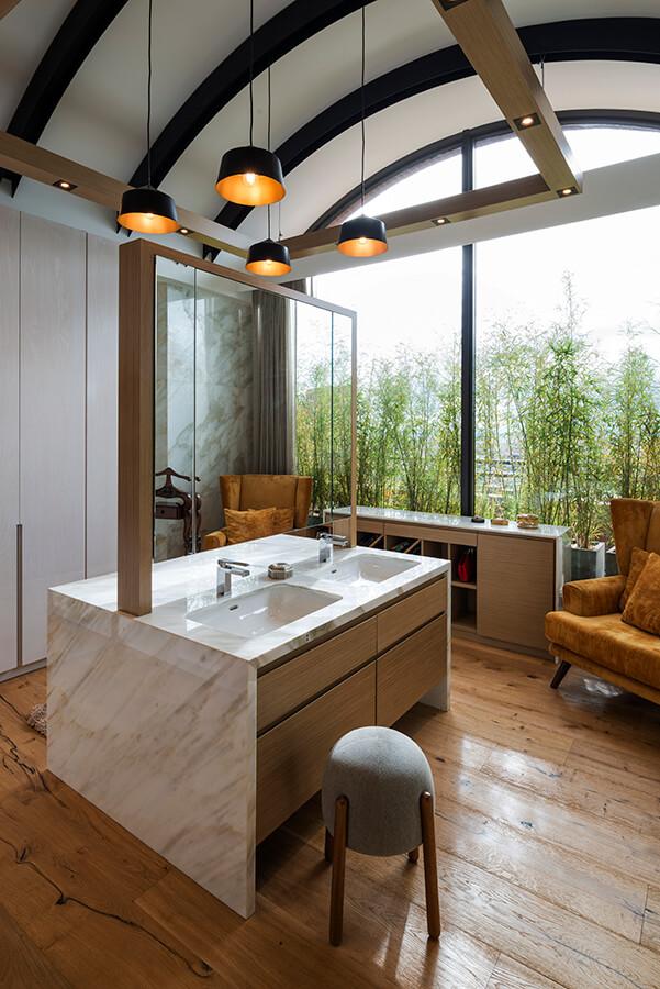 El concepto de naturaleza está presente a lo largo de toda la casa, en particular la vegetación nativa.