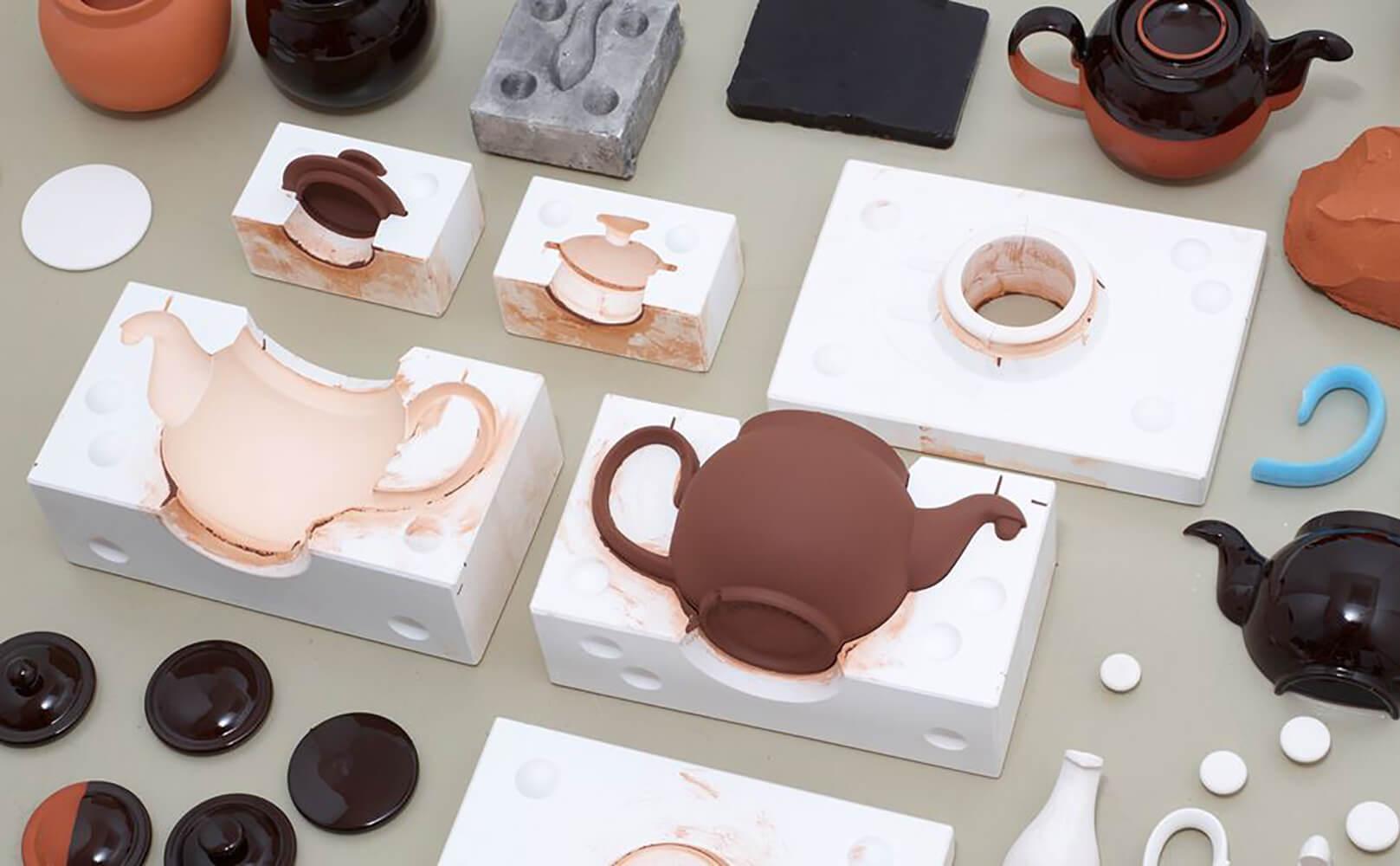 <a href='https://revistaaxxis.com.co/brown-betty-una-tetera-iconica/'><h2>Brown betty, una tetera icónica</h2>El ceramista Ian McIntyre se propuso comprender cómo la Brown Betty se convirtió en un objeto omnipresente en Gran Bretaña. Trabajó junto a Cauldon Ceramics, el fabricante más antiguo, para rediseñar el diseño y volverlo rentable.</a>