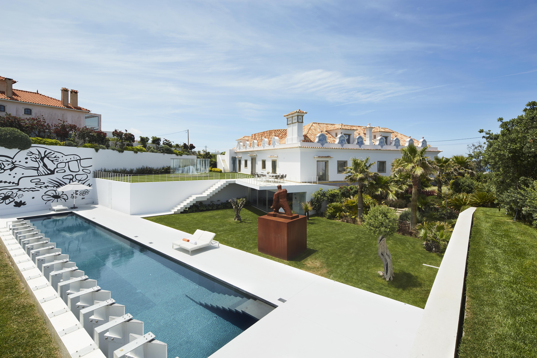 <a href='https://revistaaxxis.com.co/palacete-lusitano-casa-coleccionista-portugal/'><h2>La casa perfecta para un coleccionista en Portugal fue intervenida por un arquitecto colombiano</h2>Una imponente estructura de 1900, en ruinas y a medio hacer, a menos de una hora de Lisboa, Portugal, se convirtió en la casa perfecta para un coleccionista, gracias a la intervención del arquitecto bogotano Jorge Lizarazo y el espíritu visionario de sus clientes.</a>