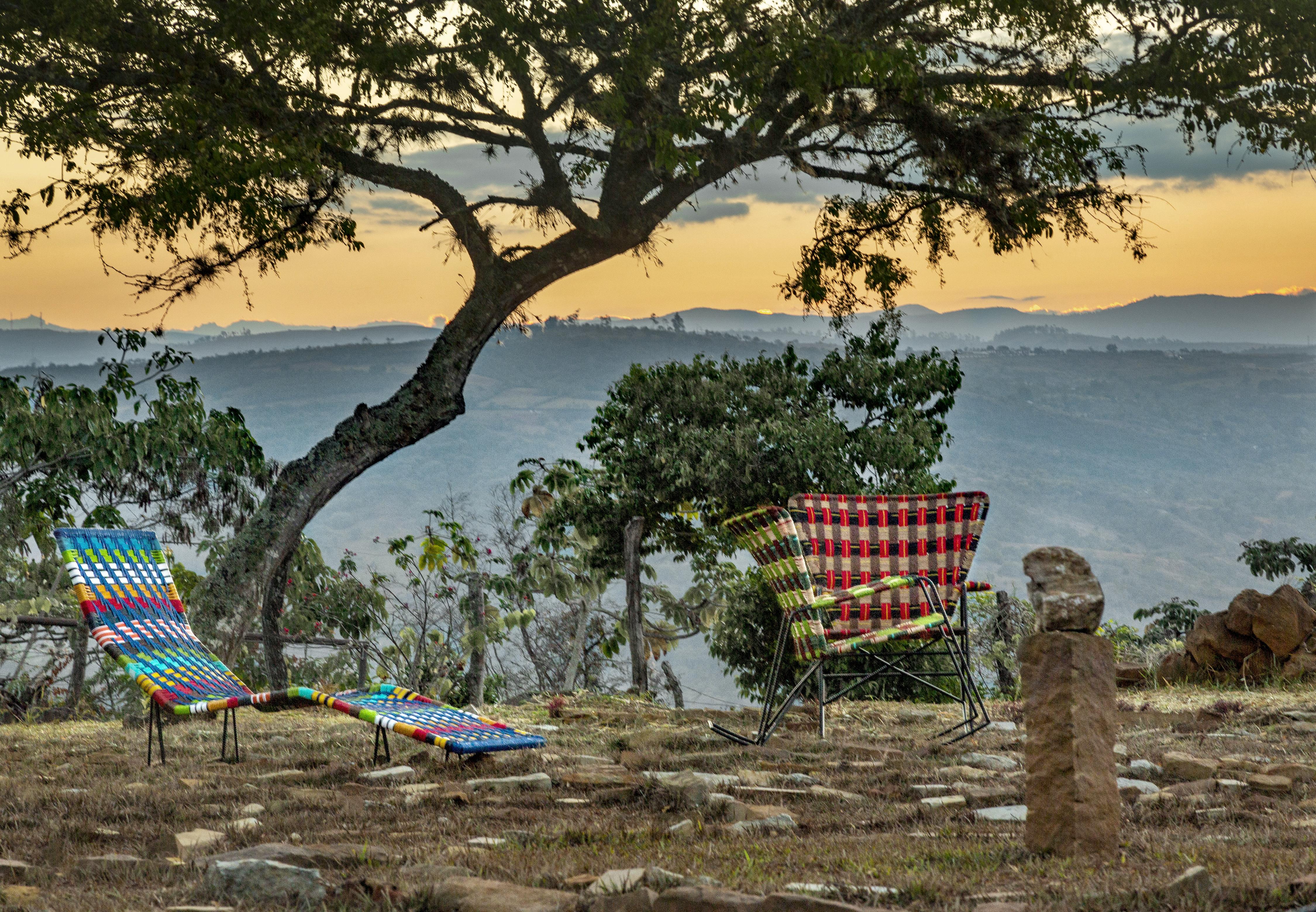 <a href='https://revistaaxxis.com.co/diseno/artesanos-colombianos-marni-farfatech-diseno-coleccion/'><h2>Artesanos colombianos se unen a Marni para lanzar una colección de mueblería y objetos de hogar</h2>ZOOTERICO es una colección única de la mano de artesanos colombianos que realizaron piezas tradicionales de mueblería exclusiva de diseño y otros objetos decorativos para el hogar inspirados en los signos zodiacales junto con la marca italiana Marni.</a>